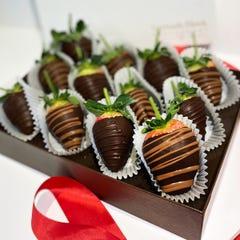 12 All Dark Chocolate Strawberry Deluxe Box